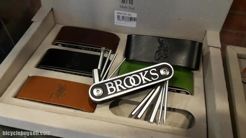 Brooks England MT10 Leather Sleeve Tool Kit
