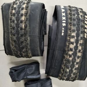 Maxxis crossmark 26*2.1 1month old used tyrr : rear 60% front 85% Comes with tubes free