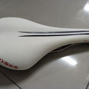 12oclock fly saddle, used only one round island ride - selling due to upgrade carbon saddle