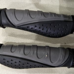 contour comfort grip with lock on