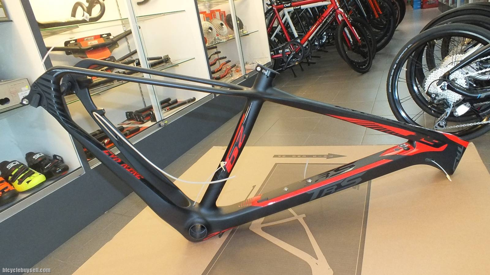 TRS Evo Nine Carbon 29er lightweight frameset. Original with warranty