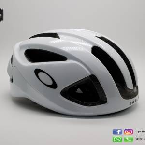 Oakley Aro 3 - White (Call 4 best price)