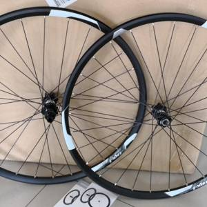 GIANT P-TRX01 27.5 DT SWISS 350 F15MM/R12MM XC LIGHTEST ALLOY WHEELSET (FREE POS)