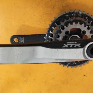 shimano xtr crankset - selling cheap - missing one bolt