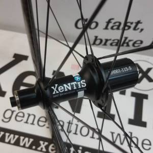 NEW XENTIS XBL4.2 CLINCHER CARBON VORDERRAD WHEELSET