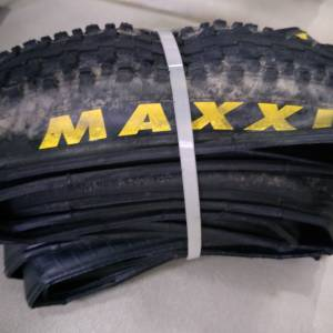 Maxxis Crossmark 26x1.95 2pieces 5month left 30% studs thickness