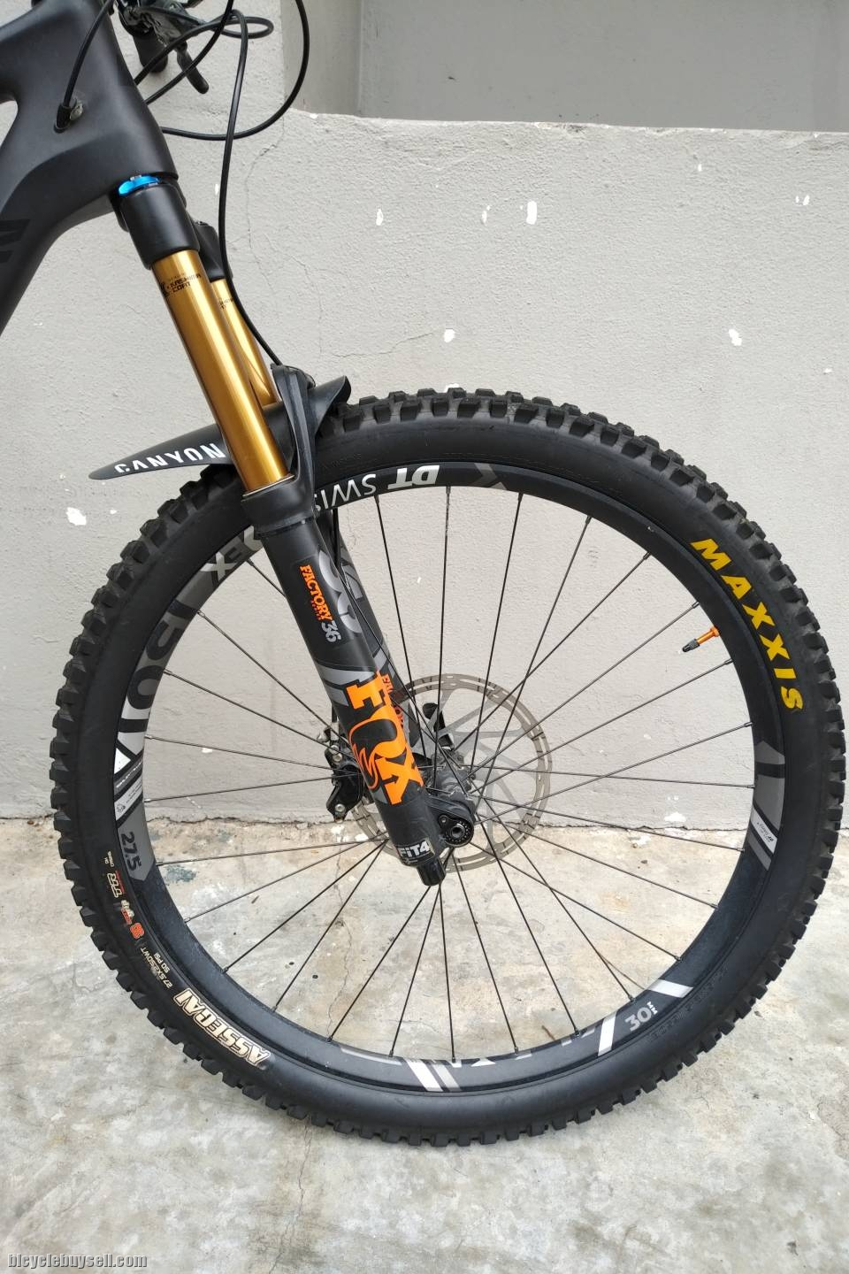 (10 Months Old Only) 2018 Canyon Strive CF 9