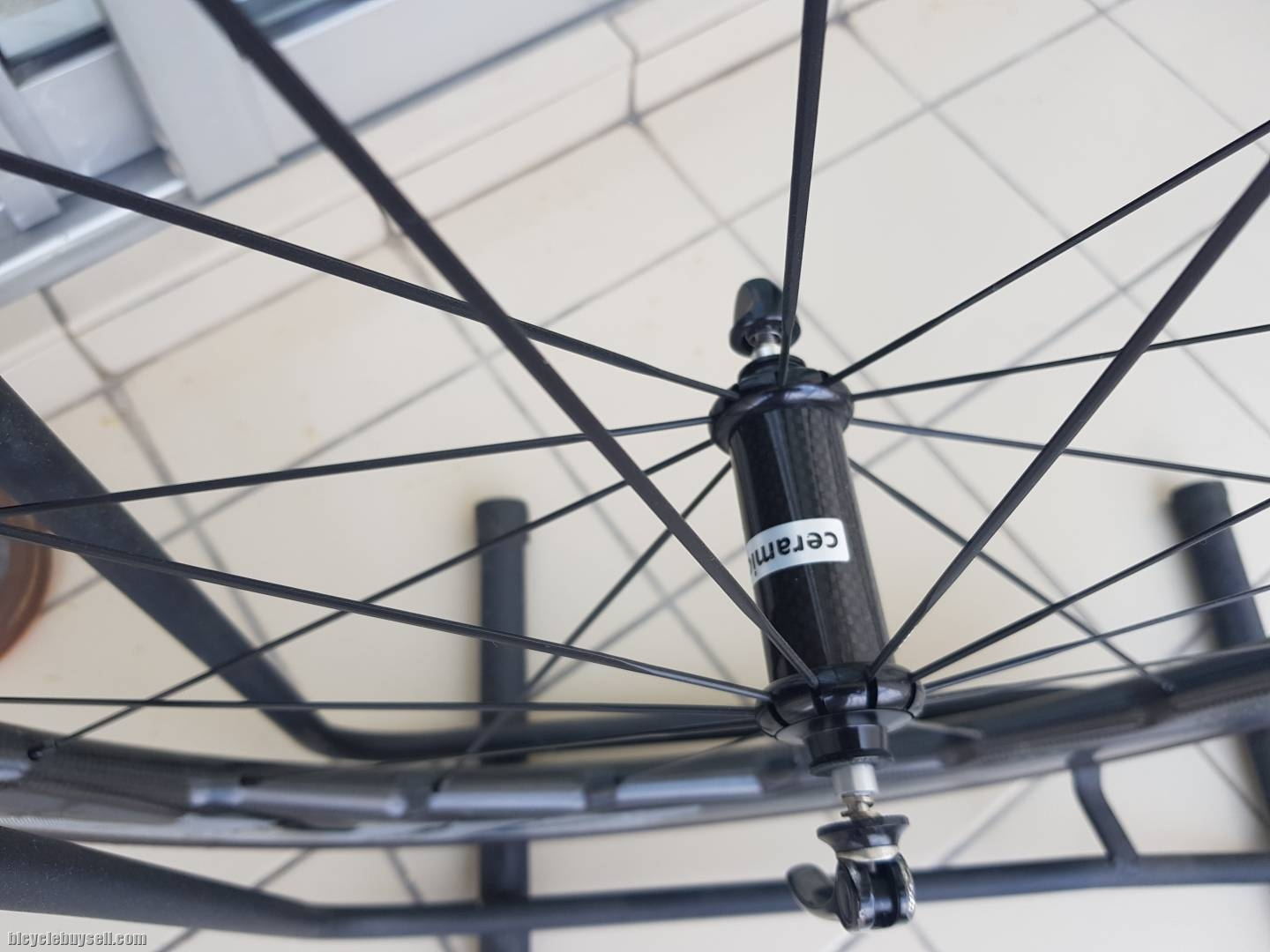 Zipp 454 NSW wheelset (OEM) come with ceramic bering and carbon hub