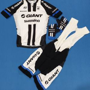 ORIGINAL PRO TEAM GIANT SHIMANO KITS: CLIMBER JERSEY, BIB SHORTS & GLOVE